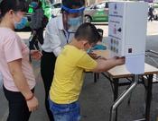 """""""Máy sát khuẩn tay tự động"""" tại bệnh viện Nhi Đồng 1"""