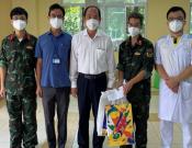 Lãnh đạo Sở Y tế TPHCM thăm hỏi, động viên đội ngũ y, bác sĩ đang công tác tại Trạm Y tế lưu động.
