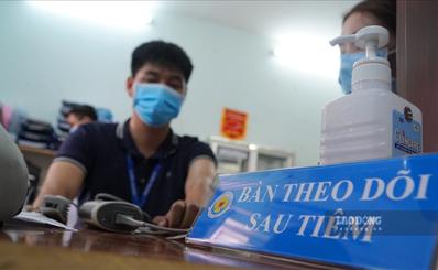 TPHCM tiêm vaccine ngừa COVID-19 cho y, bác sĩ tuyến quận huyện