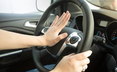 7 cách giúp trẻ thoát hiểm khi bị bỏ quên trên xe ô tô