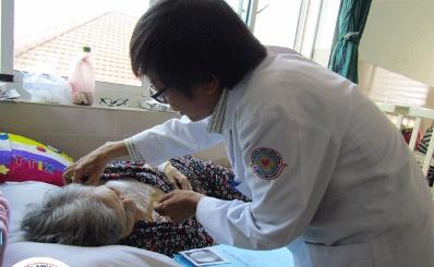 Bệnh viện Quận 11 lần đầu tiên đặt máy tạo nhịp tim vĩnh viễn cho cụ bà 82 tuổi