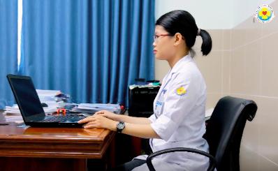Hướng dẫn cách ngồi đúng tư thế trước màn hình máy tính để khỏi đau mắt và cột sống